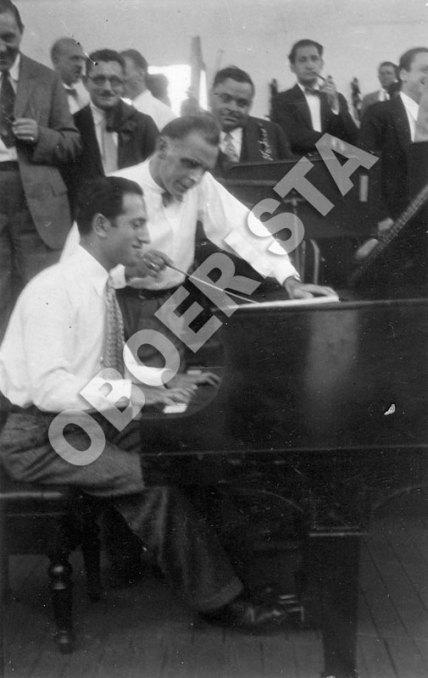 George Gershwin in rehearsal