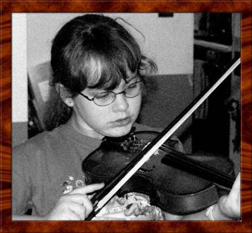 Emma creates her first notes on the violin